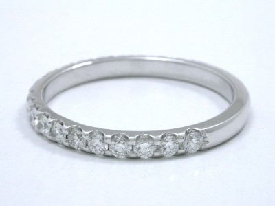 Diamond and platinum wedding band with scallop-style prong-set round brilliant diamonds