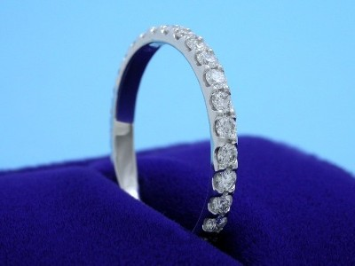 Diamond Wedding Band: 0.61 tcw Round Scallop Style Pave Set Diamonds