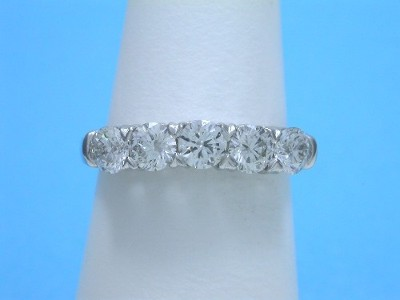 Diamond Wedding Band: 0.98 tcw Round 5-Stone Shared Prong