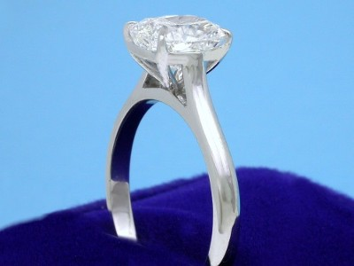 Cushion Cut Diamond Ring: 1.52 carat with 1.17 ratio in Cathedral-style Mounting