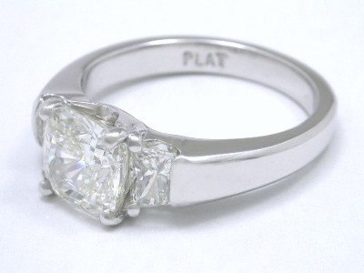 Cushion Cut Diamonnd Engagement Ring