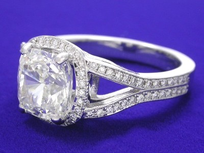 pave-set diamonds are defined with a milgrain edging