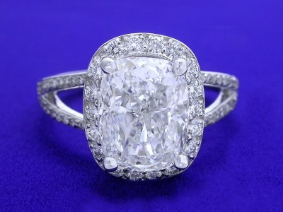 Diamond ring with 2.50 carat cushion modified brilliant diamond