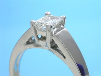 custom 14-karat white gold Ingwer cathedral style mounting