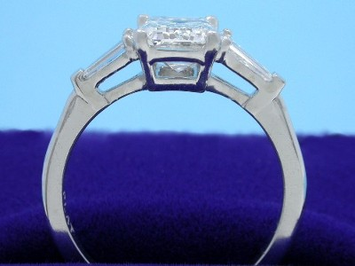 Diamond ring with 1.17-carat emerald brilliant cut diamond