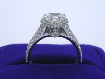 Diamond ring with 1.50 carat heart brilliant diamond graded I color, SI1 clarity