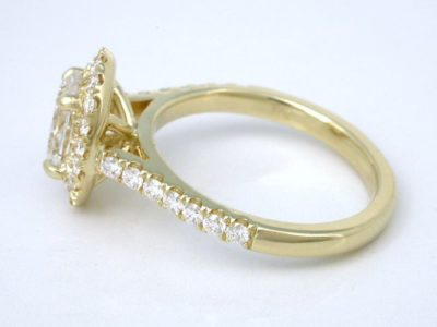 Diamond engagement ring with 0.91-carat oval brilliant cut diamond graded G color, SI1 clarity