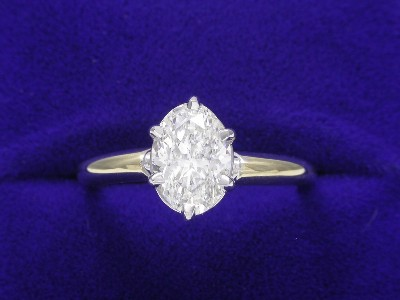 Oval Cut Diamond Ring: 1.10 carat 1,44 ratio in basket style mounting