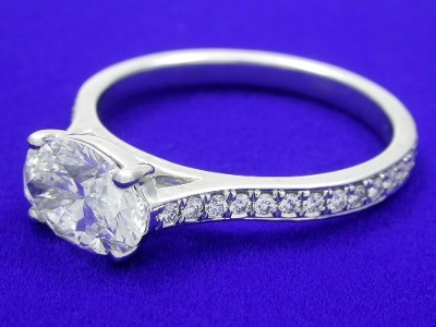 Diamond engagement ring with oval brilliant diamond
