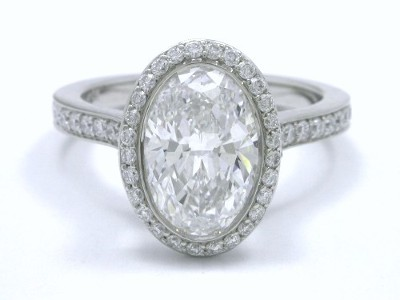 Diamond ring with 1.70-carat oval brilliant diamond