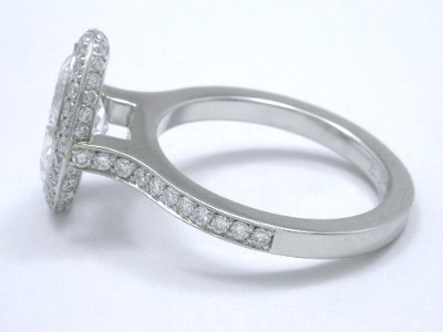 Custom platinum Bez Ambar designer mounting accommodates a flush fitting wedding band