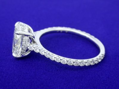 Diamond engagement ring with 2.01-carat oval brilliant cut diamond graded I color, SI2 clarity