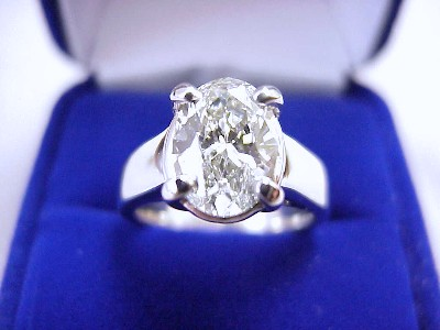 Oval Cut Diamond Ring: 2.01 carat 1.39 ratio in Trellis style mounting