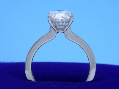 Diamond ring with 2.21-carat oval brilliant cut diamond graded G color, VVS2 clarity