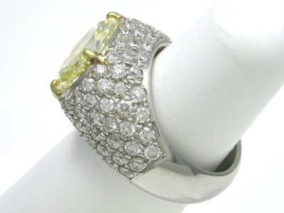 Diamond ring with a 5.62 oval cut diamond graded Fancy Light Yellow color, VS1 clarity