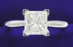 1.11 carat Princess Cut diamond ring with H color, VVS2 clarity and great cut