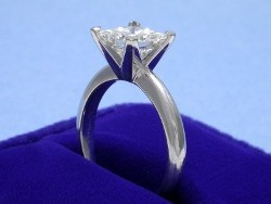 14-karat white gold solitaire style mounting