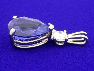 Pear Shaped Pendant: 3.12 carat Blue Sapphire with 1.33 ratio in 0.15 carat Round Mounting