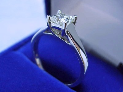 Princess Cut Diamond Ring: 0.75 carat in Trellis style mounting