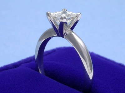 Princess Cut Diamond Ring: 0.91 carat in 14-Karat White-Gold Solitaire Mounting