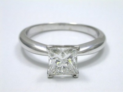 Princess cut diamond prong-set with V-shaped prongs to protect the princess corners