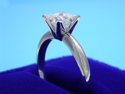 Princess Cut Diamond Ring: 1.00 carat in Platinum Solitaire Mounting