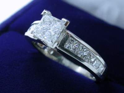 Princess Cut Diamond Ring: 1.01 carat in 0.76 tcw Ingwer mounting
