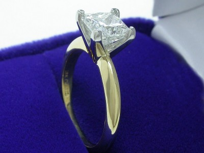 Princess Cut Diamond Ring: 1.31 carat H VS1 in Solitaire style mounting