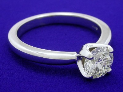 14-karat white gold mounting