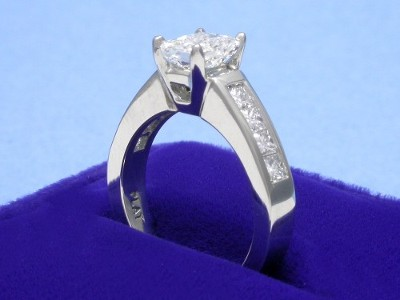 Radiant Cut Diamond Ring: 1.09 carat with 1.30 ratio 0.80 tcw Princess Diamonds