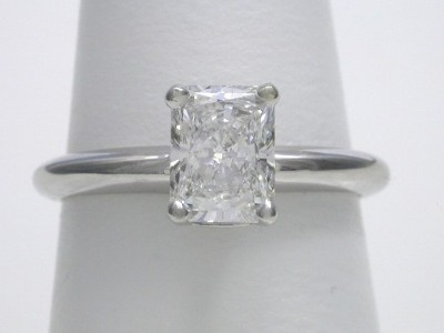Radiant Cut Diamond Ring 1 10 Carat With 1 31 Ratio In