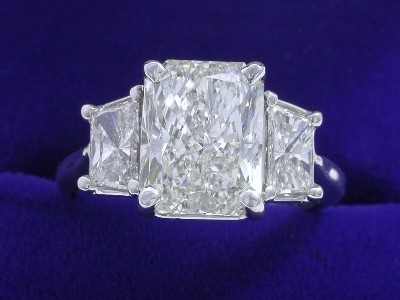 Radiant Cut Diamond Ring: 3.02 carat with 1.31 ratio and 0.77 tcw Trapezoids