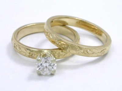 Round Diamond and Yellow Gold Wedding Set