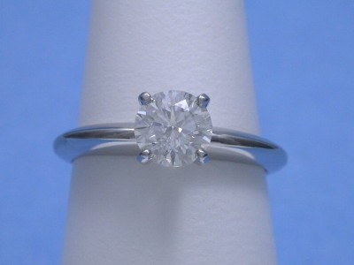Round diamond engagement ring with 4-prong head and knife-edge shank