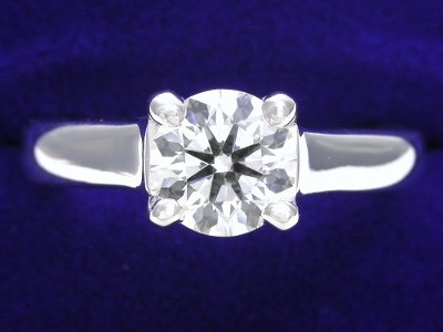 Round Diamond Ring: 0.77 carat in Trellis style mounting