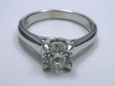 Round diamond engagement ring with Trellis style head and cathedral style shank