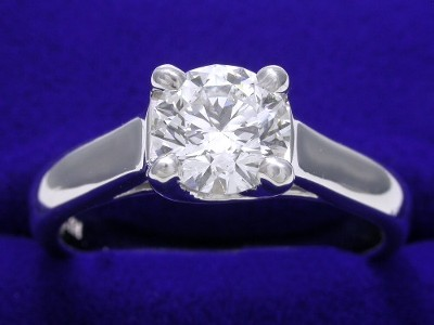 Diamond ring with 0.77 carat round brilliant diamond graded F color, SI1 clarity