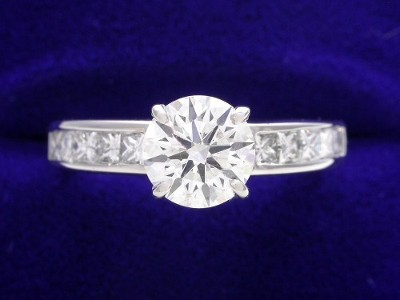 Round Diamond Ring: 0.85 carat with 0.50 tcw Princess Cut Diamonds