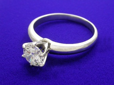 14-karat white-gold Solitaire mounting with 6-prong style head and knife-edge shank