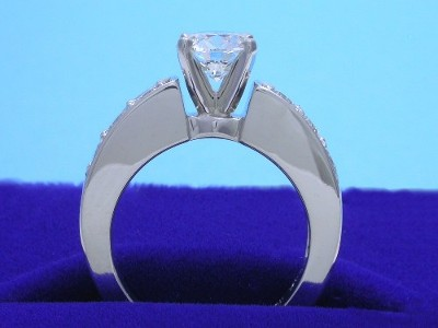 Diamond ring with 0.91 carat round diamond graded I color, SI1 clarity