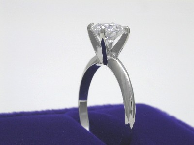 Round Diamond Ring: 0.92 carat G VS2 in 4-prong Solitaire style mounting