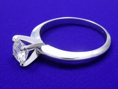 Round Diamond Ring in 4-Prong Solitaire Mounting