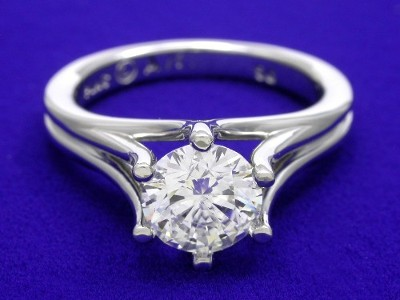 Round Diamond Ring in Prestige mounting