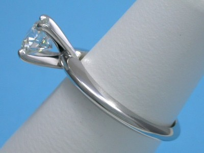 Round Diamond Ring: 1.02 carat G VS1 in 4-prong Solitaire style mounting