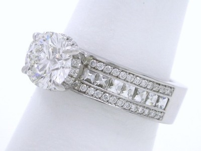 Round Brilliant Cut Diamond Engagement Ring with Bez Ambar Designer Mounting