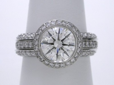 Round diamond engagement ring with Bez Ambar designer mounting and matching bookend style diamond bands