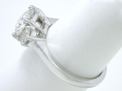 Round Diamond Ring: 1.30 carat in 0.26 tcw Crescent Moon 3-Stone Mounting