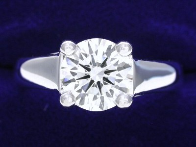 Round Diamond Ring: 1.33 carat in Trellis style mounting