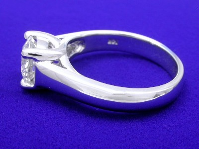 Round brilliant cut diamond engagement ring with Trellis style head and cathedral style shank