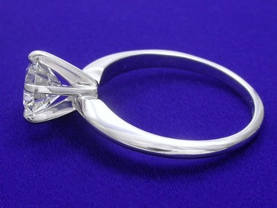 Round diamond engagement ring with 6-prong head and knife-edge style shank